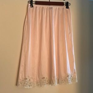 Vanity Fair pink half slip lace trim size small